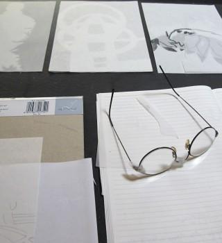 À l'atelier, pendant sa résidence à LPE, 2012. Photo Christine Crozat